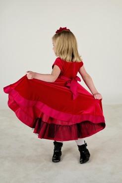 little-girl-1143517_1920