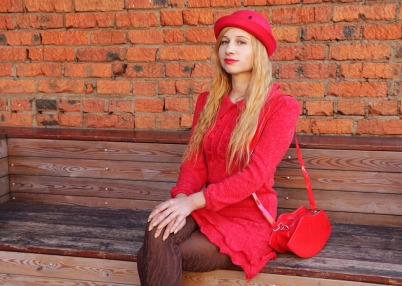 the-woman-in-red-3739671_960_720
